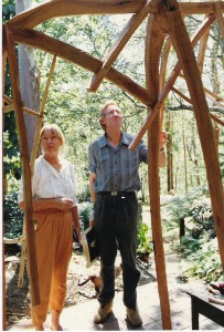1990'2-'Val-and-Merv-Muhling-with-Elephant-Sculpture2